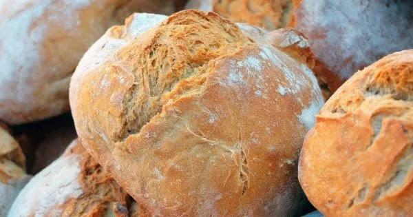 Τερατώδεις αυξήσεις στο ψωμί: «40 χρόνια αυτό δεν το έχω ξαναδεί» λέει αρτοποιός