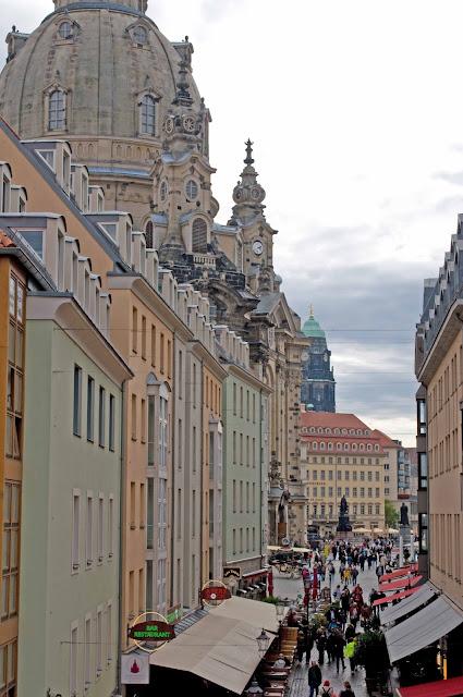 widok na centrum miasta Drezno, budowle, katedra