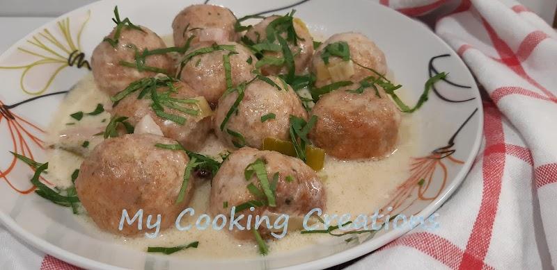 Пилешки кюфтенца в сос от шардоне