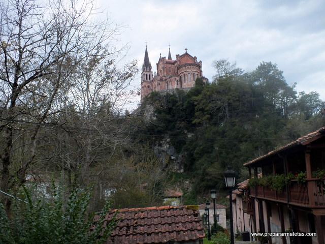 Basílica de Covadonga y ruta por los lagos