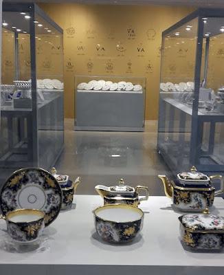 peças de porcelana expostas no Museu da Vista Alegre