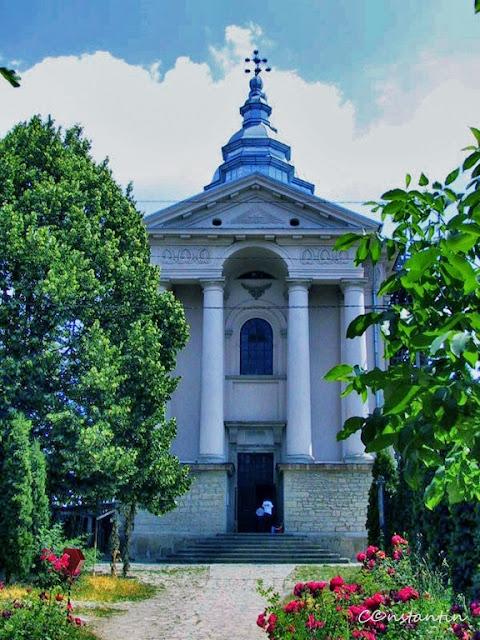 """Mãnãstirea Frumoasa - Biserica cu hramul """"Sfinţii Arhangheli Mihail şi Gavriil"""" - blog Foto-Ideea"""