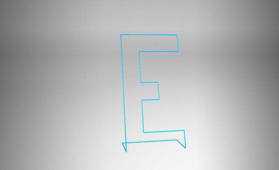 Moderno galán con forma de E.