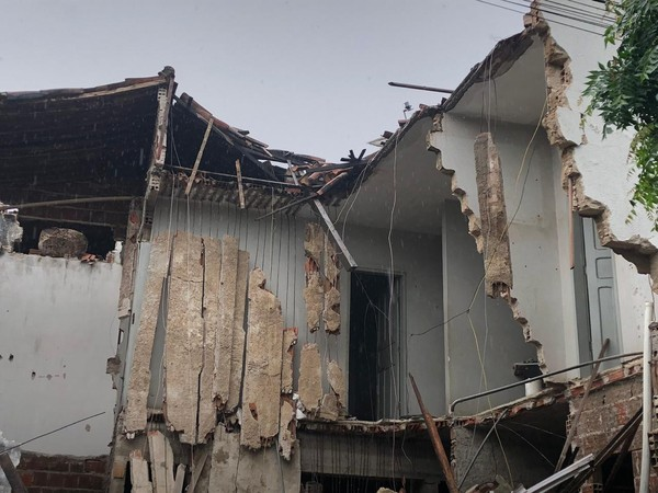 Parte de condomínio desaba em Sobral, no Ceará, após chuva com ventos de 59 km/h