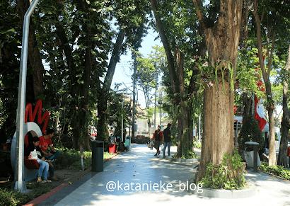 Foto suasana Taman Bungkul Surabaya, sebelum pandemi Covid-19.