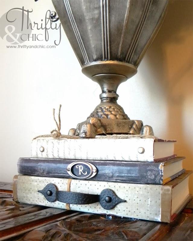 用纸和装饰盖上书籍