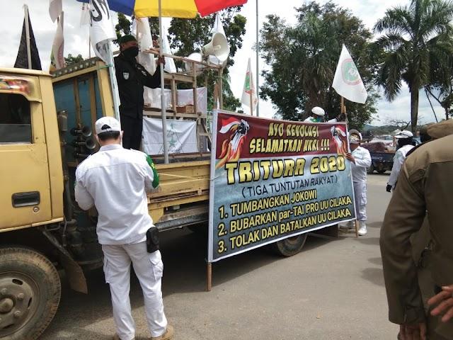 Sejumlah Ormas Islam Lakukan Aksi Tolak Omnibus Law di Depan Kantor Gubernur Kaltim | Kota Samarinda