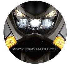 YAMAHA NMAX : TRIPLE LAMP LED HEADLIGHT Menerangi jalan Anda dengan rendah dan lampu balok tinggi.
