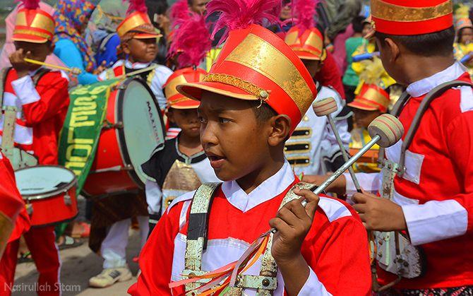 Karnaval anak-anak saat membuka acara grebeg dumbeg