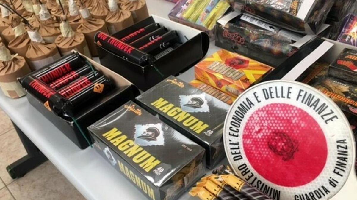 Fuochi d'artificio illegali sequestrati a Catania