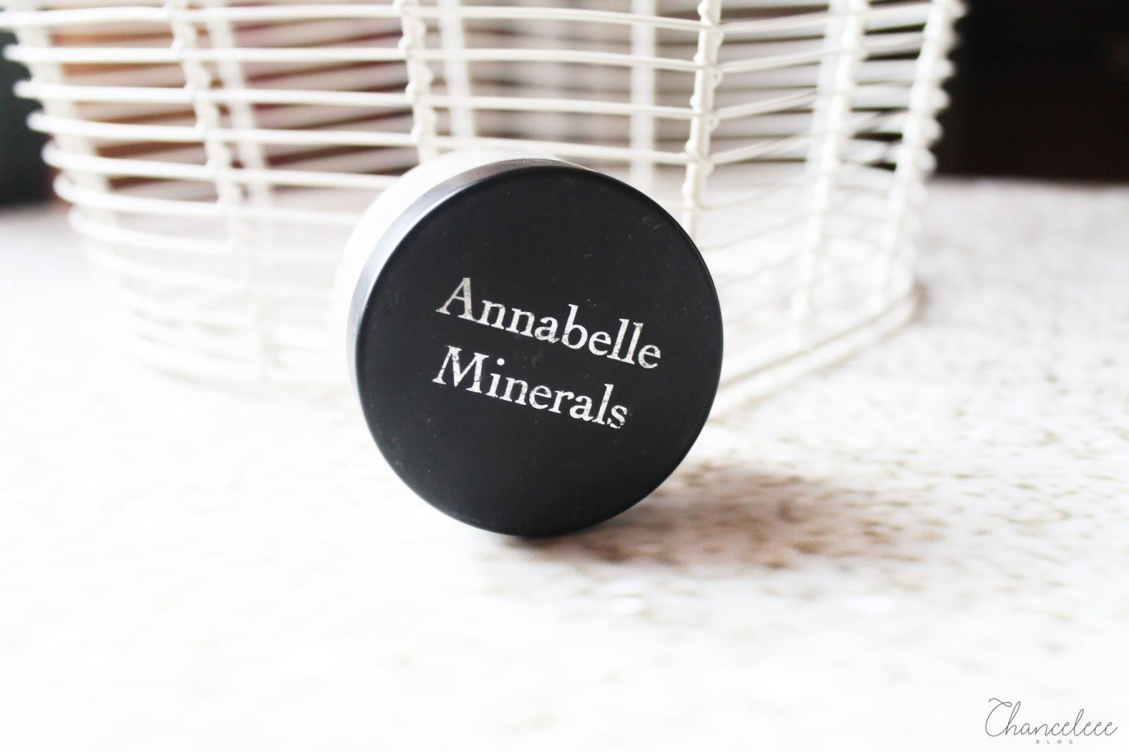 Podkład mineralny dla jasnej cery