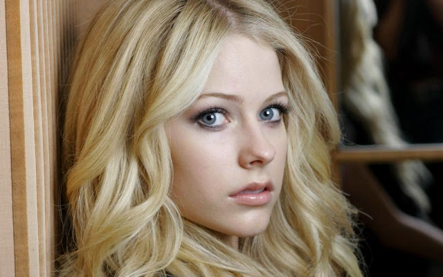 Comisión de Radiodifusión de Indonesia prohíbe canción de Avril Lavigne