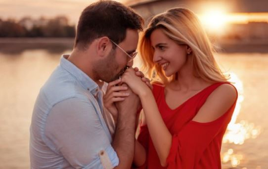 Comment gérer le manque d'intimité émotionnelle dans un mariage, couple heureux, mariage, marriage, comment couple heureux