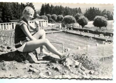 photo de famille noir et blanc, piscine d'Aurillac, Cantal 1958