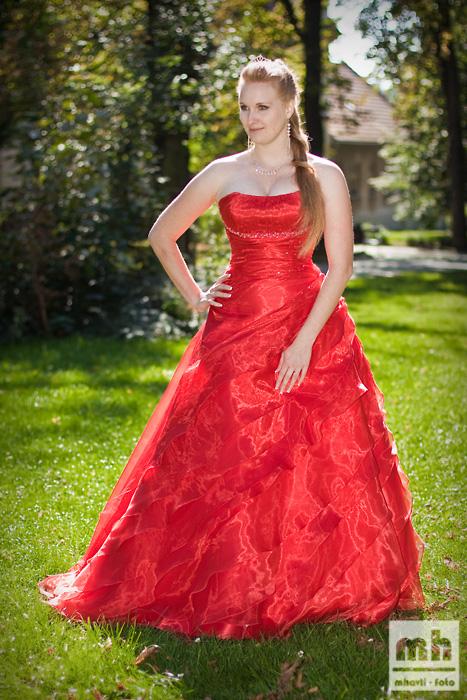 Jak si vybrat šaty na ples   maturitní ples   do tanečních - video ... c4ad45a8797