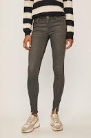 jeansi-de-firma-pentru-femei-11
