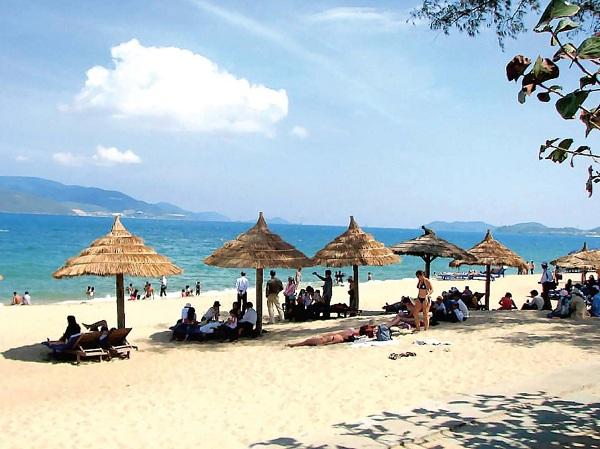 Bãi Cháy - bãi tắm nhân tạo ở Quảng Ninh, sở hữu đường bờ biển trải dài 1000m