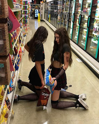 poses de amigas en supermercado tumblr casual divertidas
