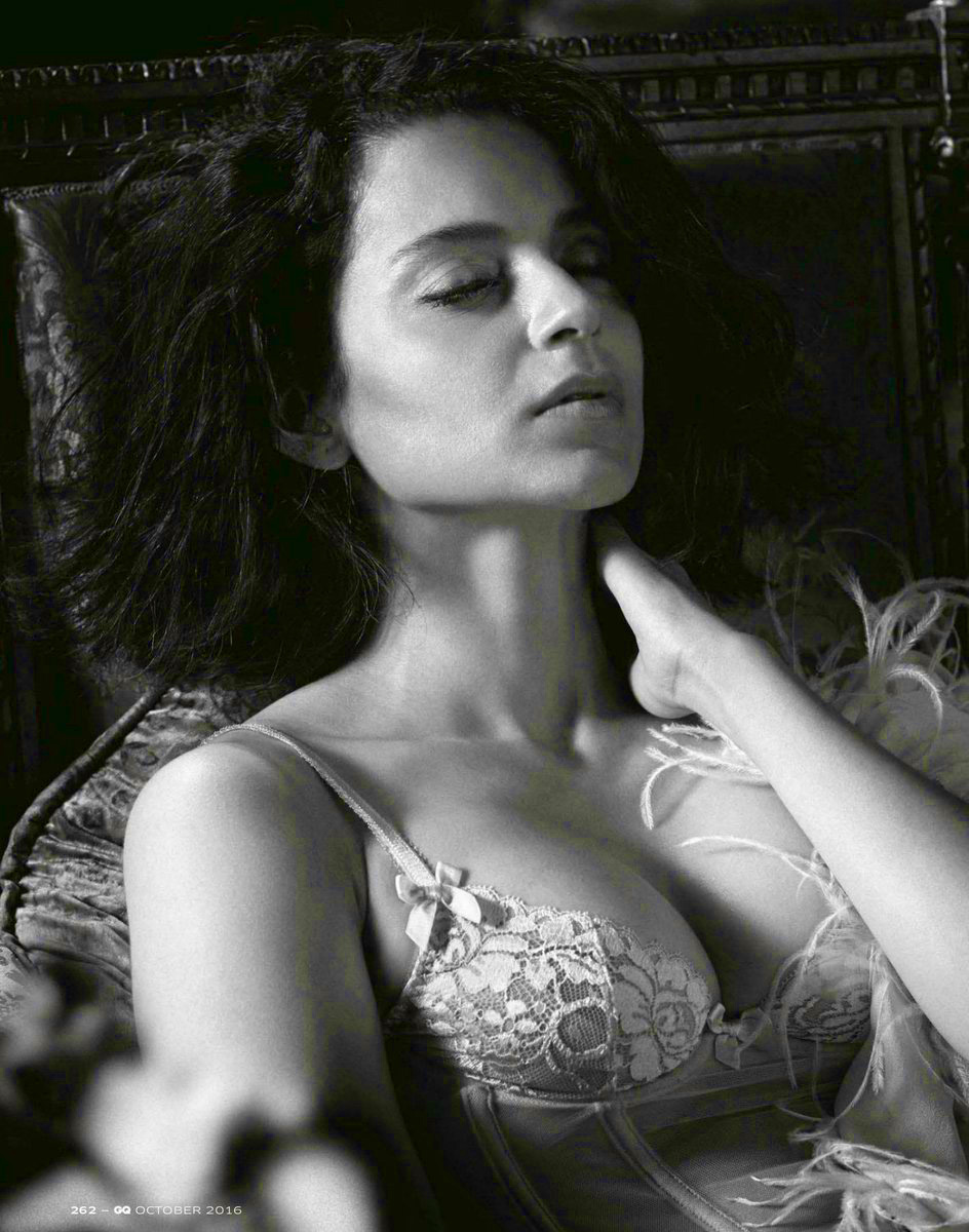 Kangana ranaut exposes her cleavage in lingerie