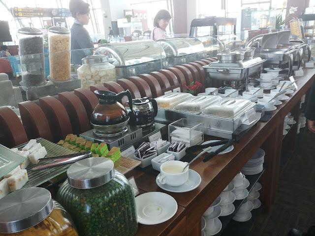 Menu buffet Telkomsel Lounge