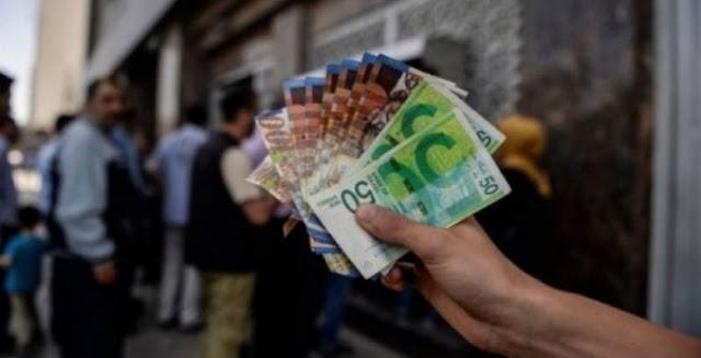 الحكومة الفلسطينية تبدأ بصرف رواتب موظفيها بغزة على الصراف الألي