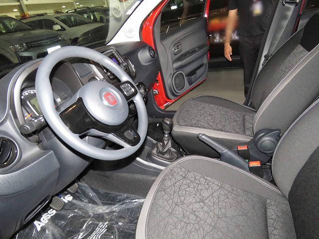 Novo Fiat Mobi 2017 - espaço interno / acabamento