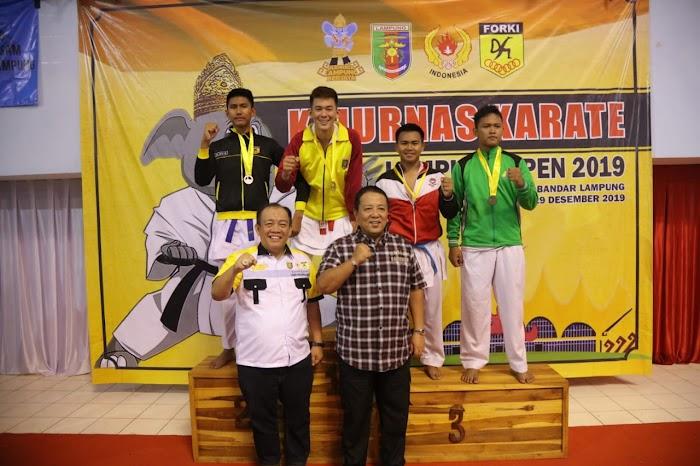 Lampung Pimpin Perolehan Medali di Kejurnas Karate 2019, Gubernur Arinal Serahkan Medali Kelas 76 Kg
