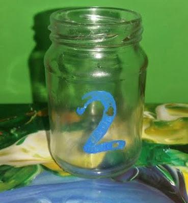 Jak-malowac-farbami-akrylowymi-na-szkle-Czy-farby-akrylowe-Phoenix-nadaja-sie-do-malowania-grubego-szkla