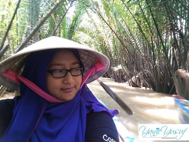 Vietnam,  Bersampan Menyusuri Sungai Pokok Nipah