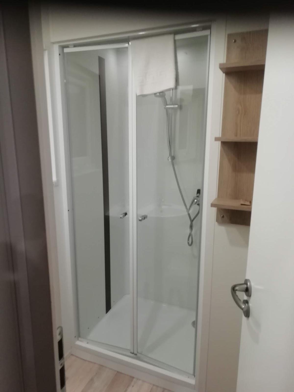łazienka na campingu