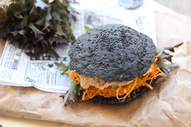 Black burger végétarien (galette potimarron-lentilles corail)