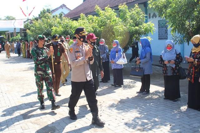 Forpimda Kab.Nganjuk Dampingi Gubernur Jawa Timur Dalam Rangka Melihat Langsung Proses Kegiatan Belajar Mengajar