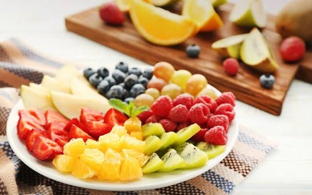 Έτσι δε θα μαυρίζουν τα κομμένα φρούτα