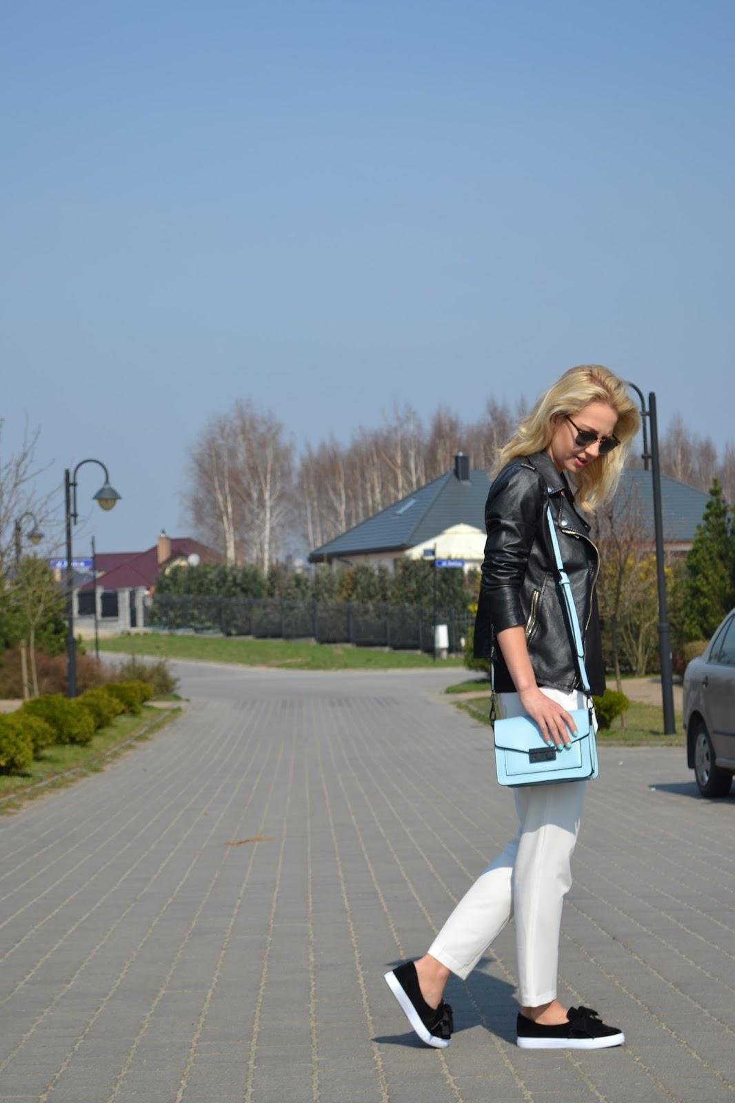 Sportowa elegancja z pastelowym akcentem