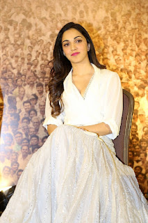 Kiara Advani Pos at Bharat Ane Nenu Success Meet 9