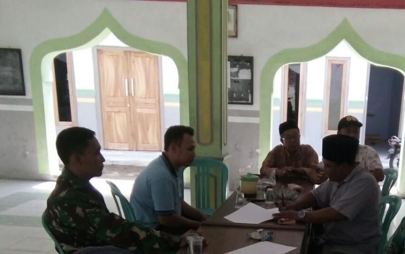 Babinsa Jalin Komsos Dengan Perangkat Desa Karanganyar