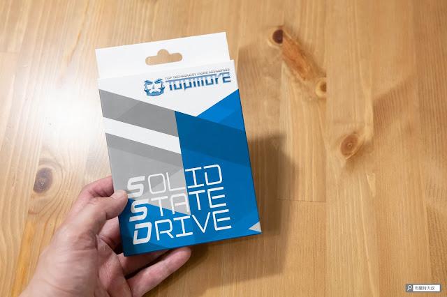 【開箱】靈巧、質感、高效,TOPMORE 達墨科技 TS1 外接式固態硬碟 - TOPMORE 簡約大方的盒裝設計