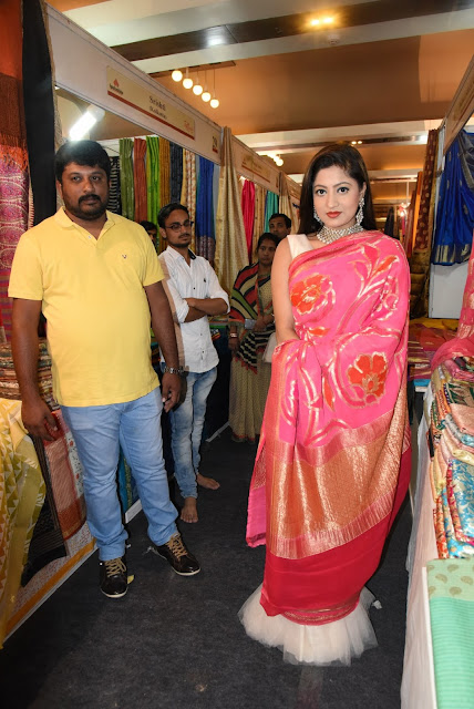 Actress Lipsa Mishra Inaugurates Silk India Expo at Bhubaneswar
