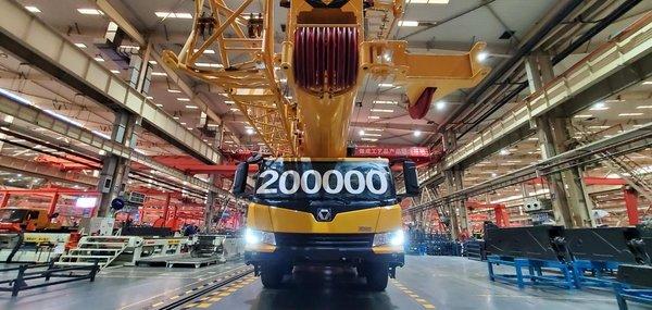 XCMG ฉลองผลิตรถเครนล้อยาง 200,000 คันในรอบทศวรรษ