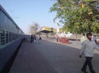 थांडलारोड मे इंदौर-पुणे एक्सप्रेस सहित छह ट्रेनों के स्टापेज की मांग