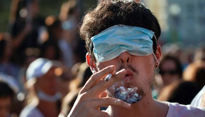 memakai masker tidak sesuai aturan