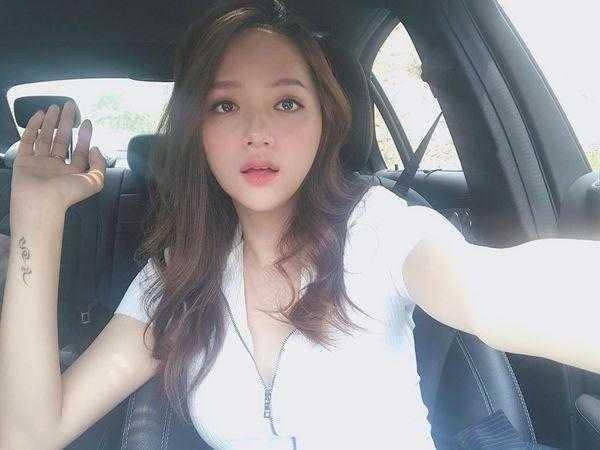 """Cuối cùng Hương Giang đã đạt tới cảnh giới cao nhất của gợi cảm với mốt """"môi hở răng lạnh"""" hững hờ"""