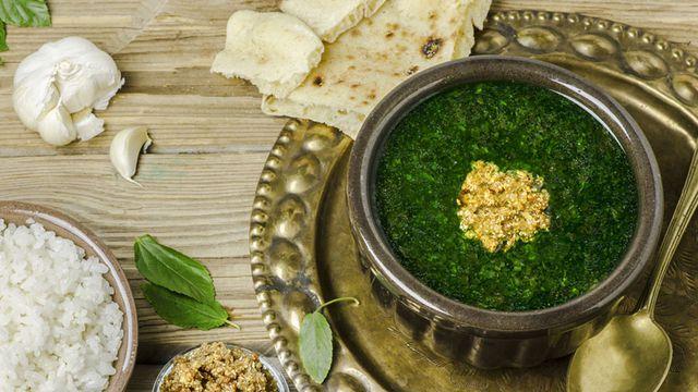 حافظي على لون الملوخية الأخضر عند الطبخ!