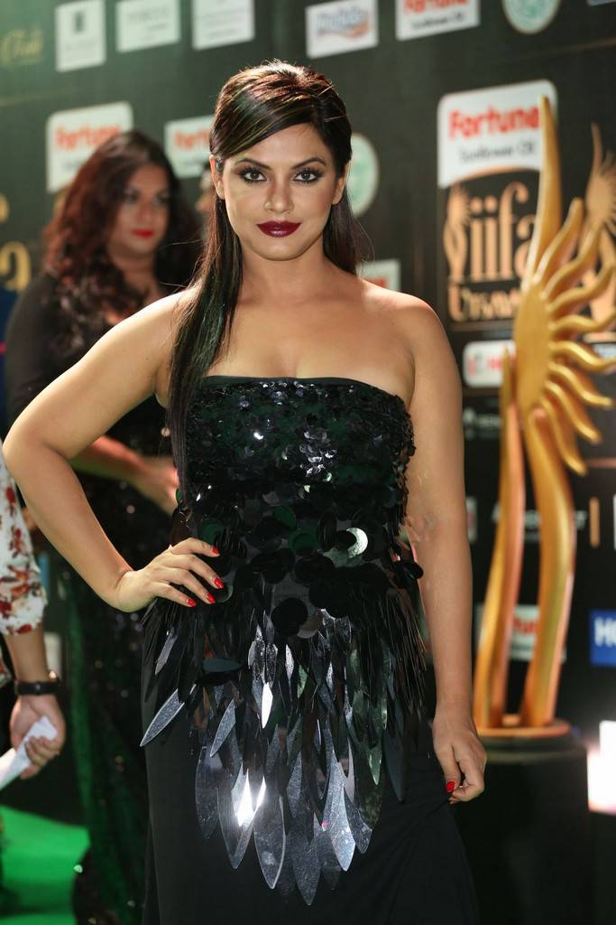 Neetu Chandra Stills At IIFA Utsavam Awards 2017 In Black Dress