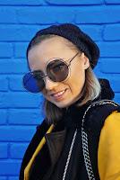 https://www.karyn.pl/2018/11/sweterek-w-stokrotki-i-musztardowa.html