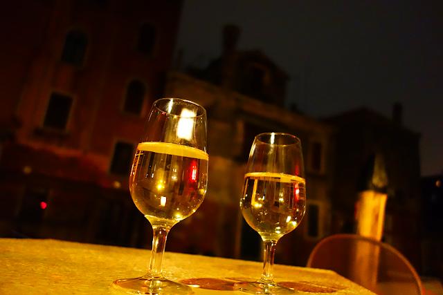 Kde dostanete v Benátkách skleničku vína za 0.60 €?, benátky průvodce, kam v benátkách, co vidět v benátkách, benátky památky, benátky historie, jak se najíst v benátkách, kde se najíst v benátkách, co ochutnat v benátkách, kam v benátkách na víno, kam v benátkách na aperol spritz, zažijte benátky jako místní