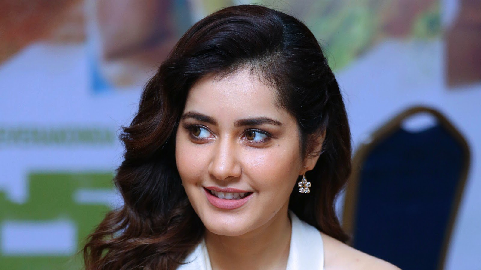Raashi Khanna's Super Cute Close Up Face New Wallpapers 2020