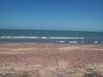 Sitio Corazón de Arena y Sal. Playa con piedras