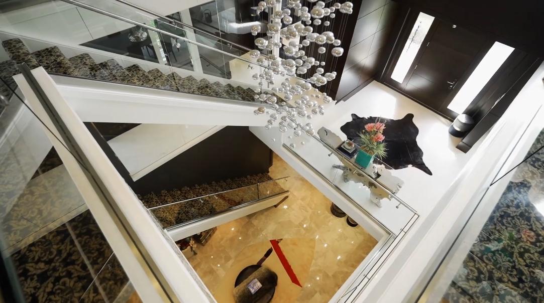 50 Photos vs. 2105 W 57th Ave, Vancouver, BC Interior Design Tour