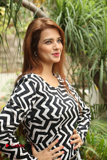 Actress Saloni Latest Pos in Short Dress  0121.JPG